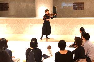 「ヒラリー・ハーンが贈る、0歳児と親子のためのロビー・コンサート」レポート